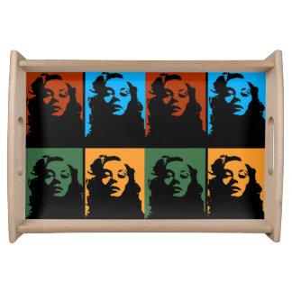 Vintage Frau im Farbbehälter Serviertablett