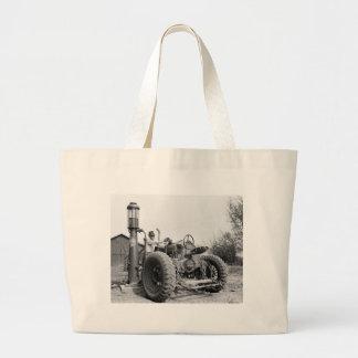 Vintage Gas-Pumpe auf dem Bauernhof, Vierzigerjahr Einkaufstasche