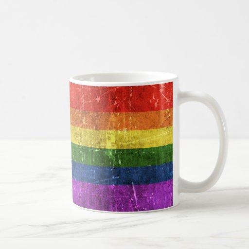 Vintage gealterte und verkratzte Regenbogen-Flagge Haferl