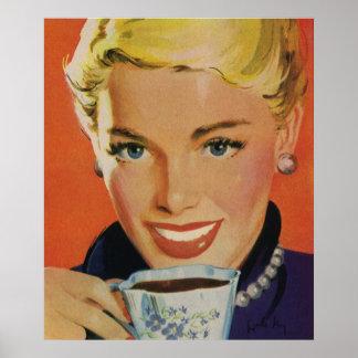 Vintage Getränke, lächelnder Frauen-trinkender Kaf Plakatdrucke