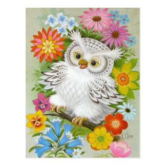 Vintage glückliche Eule in den Blumen Postkarte