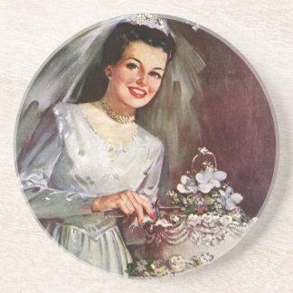 Vintage Hochzeit, Braut, die den Hochzeits-Kuchen Untersetzer
