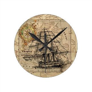 Vintage Karte und Schiff Runde Wanduhr