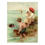 Vintage Kinder an der Strand-Postkarte