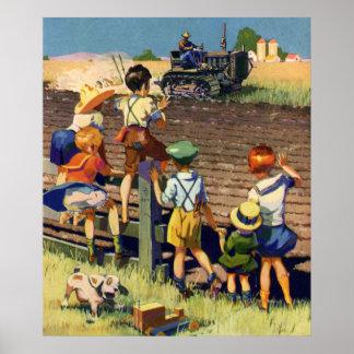 Vintage Kinder, die zum lokalen Bauern auf Traktor Poster