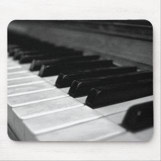 Vintage Klavier-Schlüssel; Schwarzweiss Mousepad