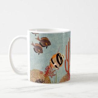 Vintage Koralle und tropische Angelfish-Fische im Kaffeetasse