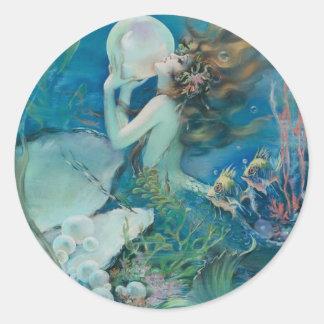 Vintage Meerjungfrau, die Perle hält Runder Aufkleber