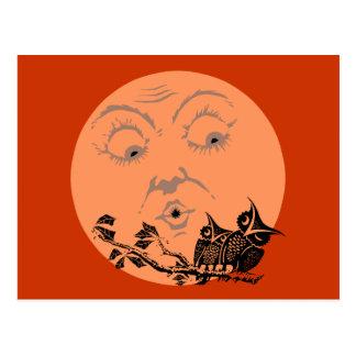 Vintage Mond-Halloween-Eulen Postkarte