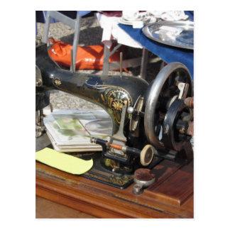 Vintage Nähmaschine an der Flohmarkt Postkarte