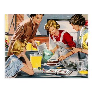 Vintage Retro Frauen-Anzeige ließ uns einen Kuchen Postkarte