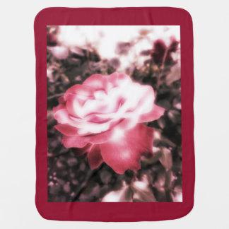 Vintage Rote Rosen Babydecke