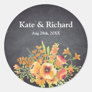 Vintage schwarze Tafel-mit Blumenhochzeit Runder Aufkleber