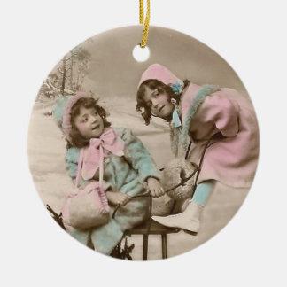 Vintage Verzierung-Vintage Mädchen auf Schlitten Ornamente