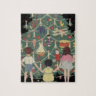 Vintage Weihnachtskinder um einen verzierten Baum Puzzle