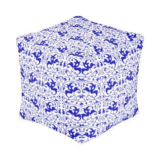 Vintager blauer und weißer Strudel Kubus Sitzpuff