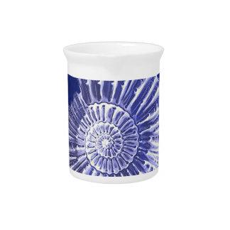 Vintager botanischer blauer weißer Küstenseashell Getränke Pitcher
