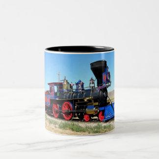 Vintager Dampf-Motor-Zug auf Traintracks