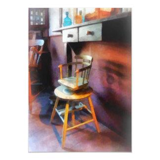 Vintager der Friseur-Stuhl des Kindes Einladungskarten