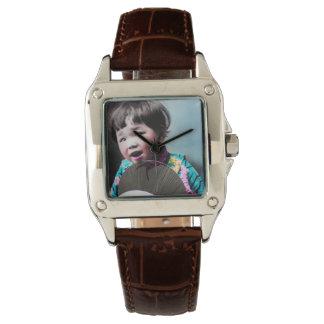 Vintager japanischer kleines Mädchen-und Uhr