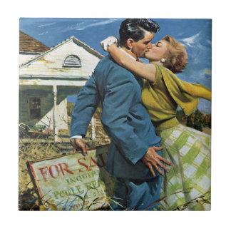 Vintager Jungvermählten-Kauf-erstes Haus; Wir Kleine Quadratische Fliese