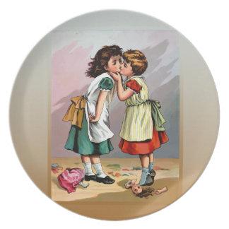 Vintager kleine Mädchen-Puppen-Streit Teller