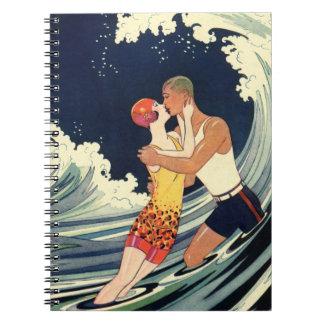 Vintager Kunst-Deko-Liebhaber-Kuss in den Wellen Notizblock
