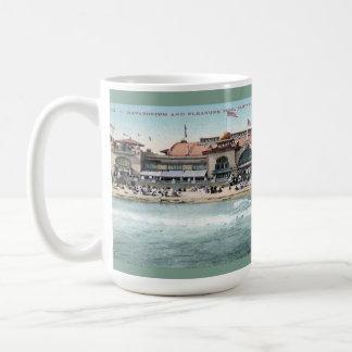 Vintager Santa- Cruzstrand und Vergnügungspark Kaffeetasse