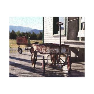 Vintager Spielzeug-Lastwagen und Traktor-Dreirad Leinwanddruck