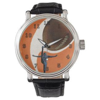 Vintager Sport, Fußball-Spieler, der den Ball Armbanduhr
