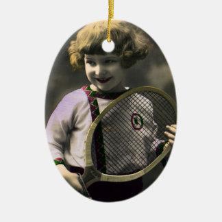 Vintager Sport, glückliches Mädchen, das einen Ovales Keramik Ornament