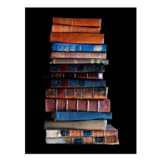 Vintager Stapel alte Bücher Postkarte