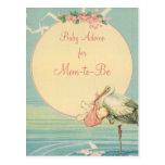 Vintager Storch-tragendes Baby-Mädchen in einer Postkarte