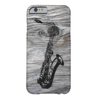 Vintager und rustikaler Saxophone auf altem Holz Barely There iPhone 6 Hülle