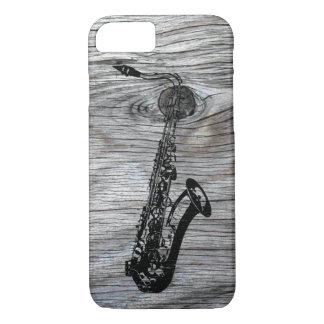 Vintager und rustikaler Saxophone auf altem Holz iPhone 7 Hülle