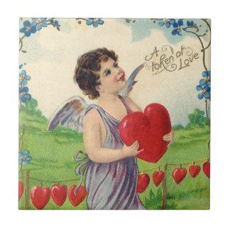 Vintager Valentinstag, viktorianischer Amor mit Kachel