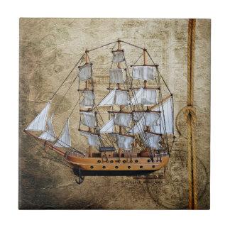 Vintages angeredetes Schiff mit Seil-Knoten Keramikfliese
