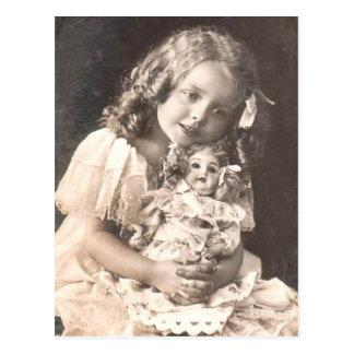 Vintages antikes Porträt eines Mädchens und ihrer Postkarte