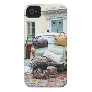 Vintages Auto mit Losen Gepäck iPhone 4 Case-Mate Hülle