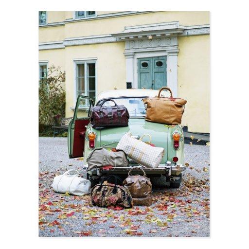 Vintages Auto mit Losen Gepäck Postkarten