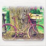 Vintages Fahrrad mit Blumen-Korb Mousepads