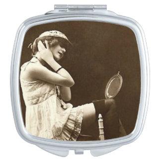 Vintages französisches Postkarten-Mädchen Taschenspiegel