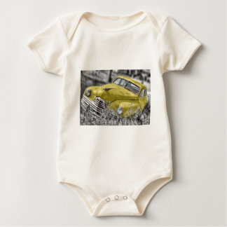Vintages gelbes klassisches Auto Baby Strampler