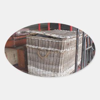 Vintages Gepäck und Weidenkorb - Strecke Ovaler Aufkleber