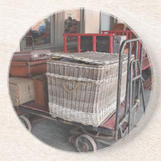 Vintages Gepäck und Weidenkorb - Strecke Sandstein Untersetzer