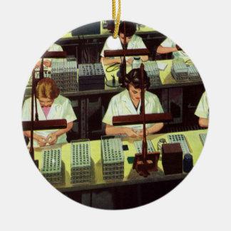 Vintages Geschäft, Telefon-Fließband Arbeitskräfte Rundes Keramik Ornament