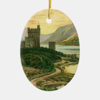 Vintages glückliches GoldKleeblatt mit einem Ovales Keramik Ornament
