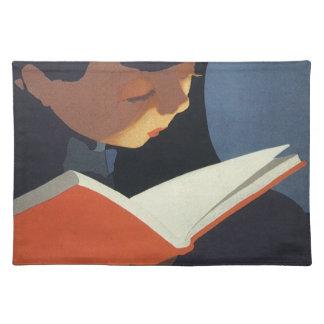 Vintages Kind, das ein Buch von der Bibliothek Tischset