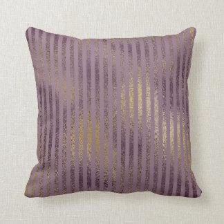 Vintages lila Farben-Spritzer-Gold Stripes Kissen