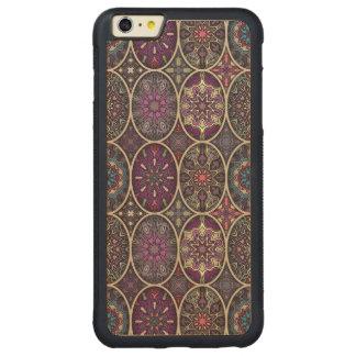 Vintages Patchwork mit Blumenmandalaelementen Carved® Maple iPhone 6 Plus Bumper Hülle